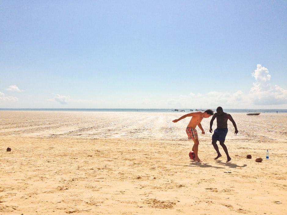 Strandfußball am Pirates Beach, Bamburi