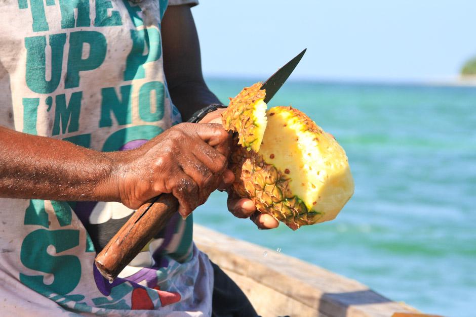 Ananas und Fischmesser, Uroa Bay