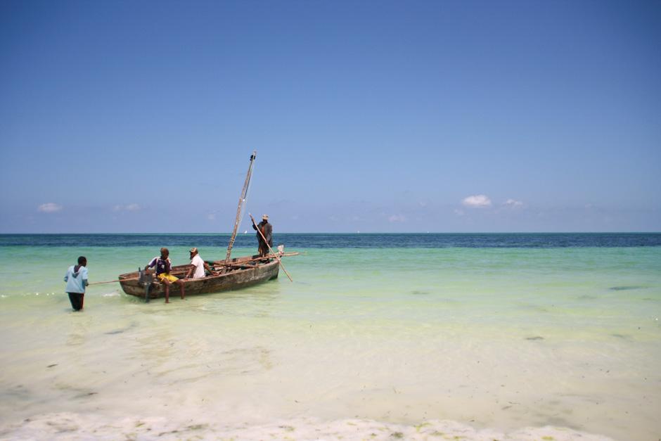 Fischerboot in der Uroa Bay, Sansibar