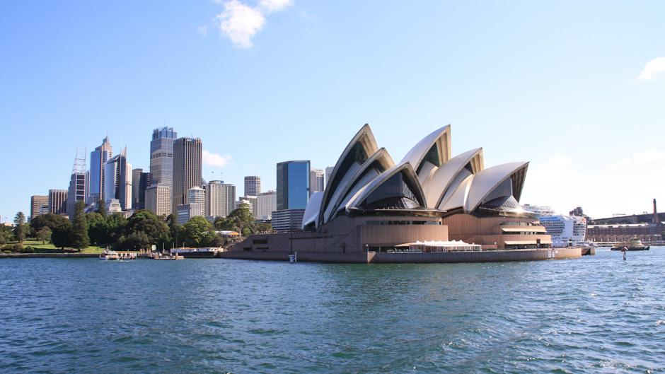 Sydney Opera House auf der Fährfahrt nach Manly im Port Jackson, Sydney Harbour