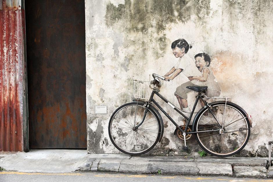 Kinder auf Fahrrad, Straßenkunst in Georgetown