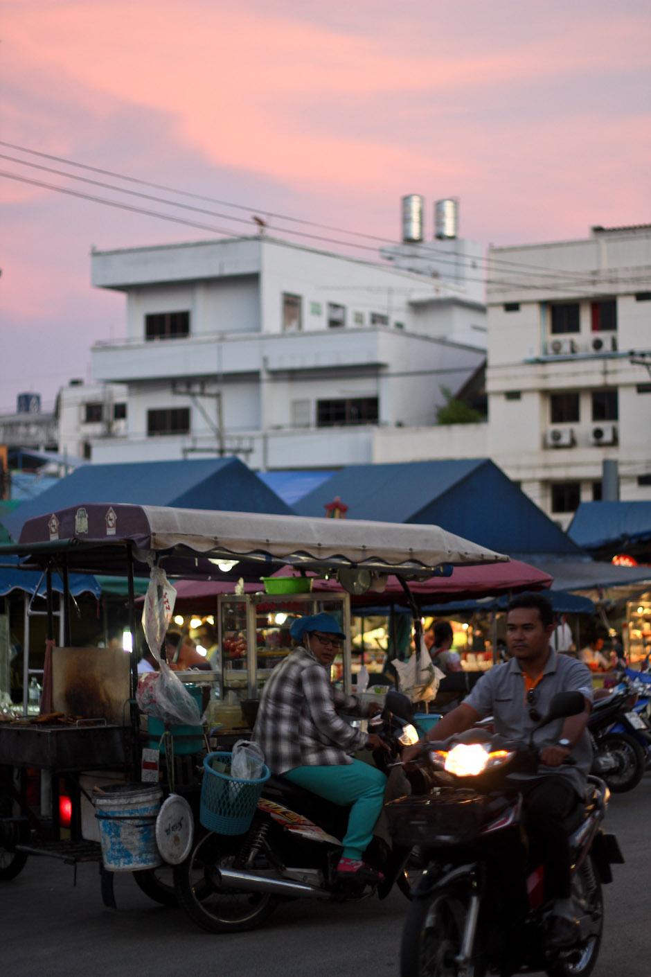 Zentraler Nachtmarkt von Krabi Town, Krabi / Thailand