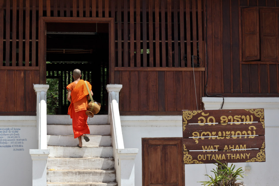 Buddhistischer Mönch in einem Tempel in Luang Prabang, Laos