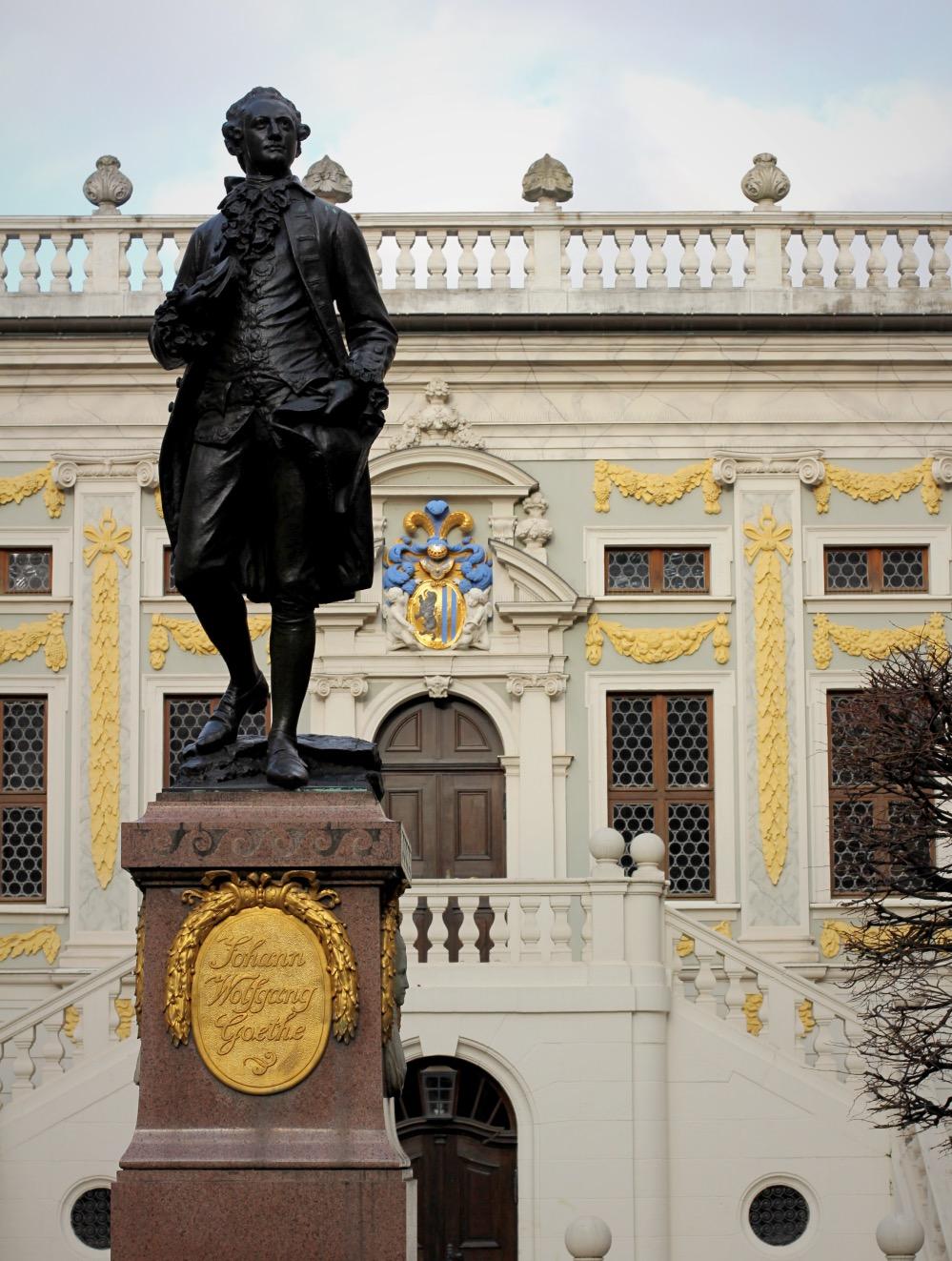 Mozart-Statue vor der alten Börse in Leipzig