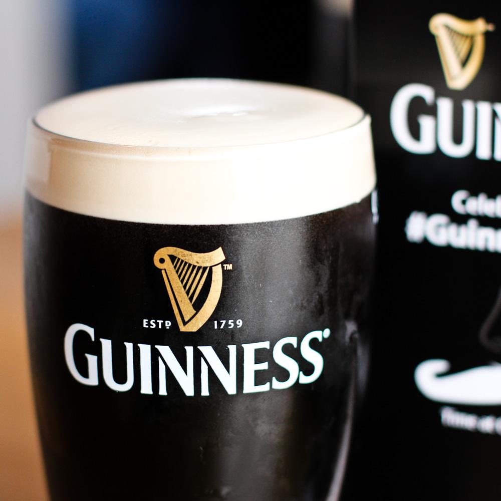 Pint of Guinness, frisch gezapftes irisches Stout