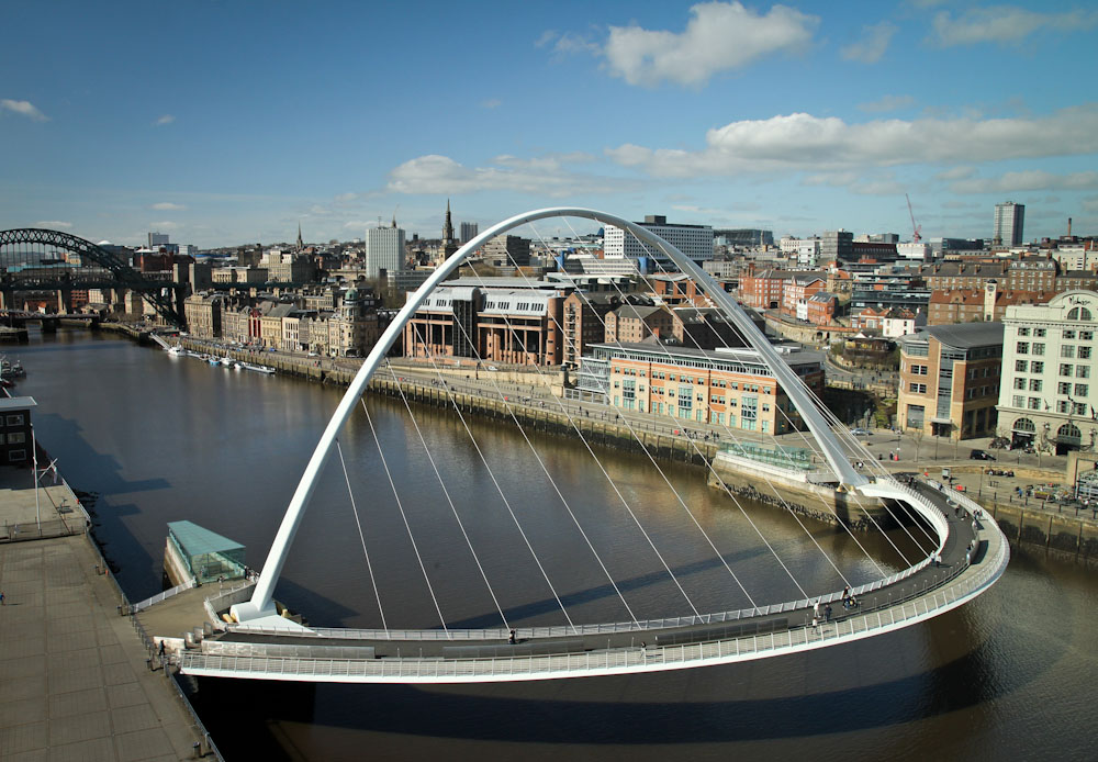 Gateshead Millennium Bridge , Newcastle upon Tyne